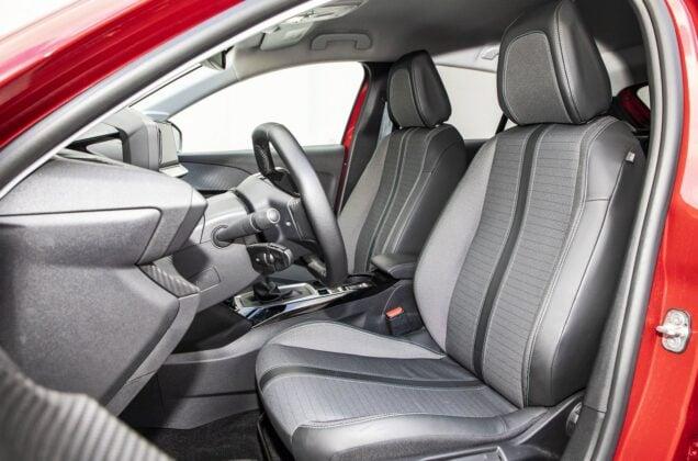 Peugeot 208 1.2 PureTech - przednie fotele