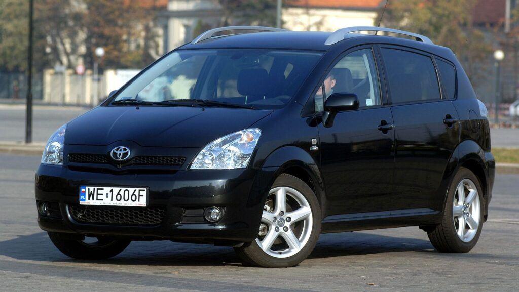 Toyota Corolla Verso i Toyota Verso 15