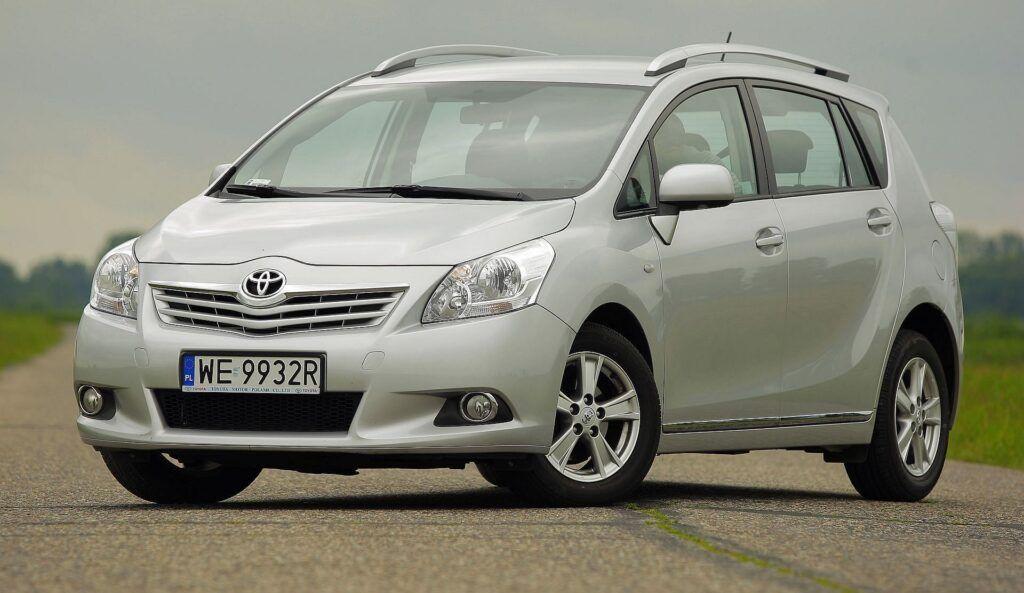 Toyota Corolla Verso i Toyota Verso 20