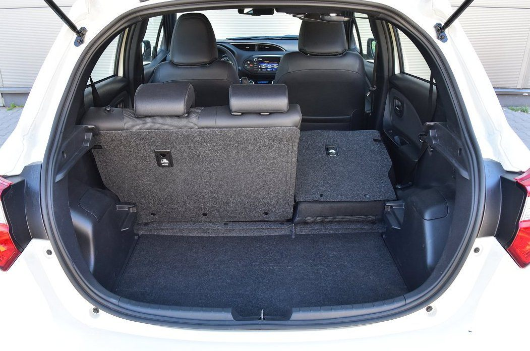 Toyota Yaris Hybrid 2017 - bagażnik