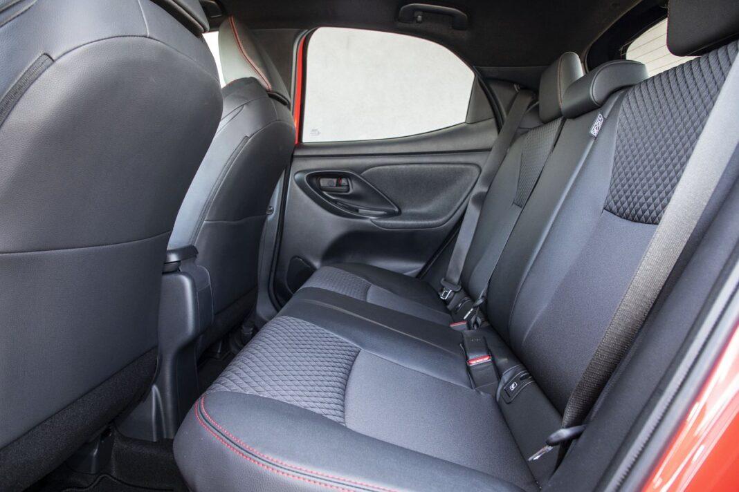 Toyota Yaris Hybrid 2020 - tylne fotele