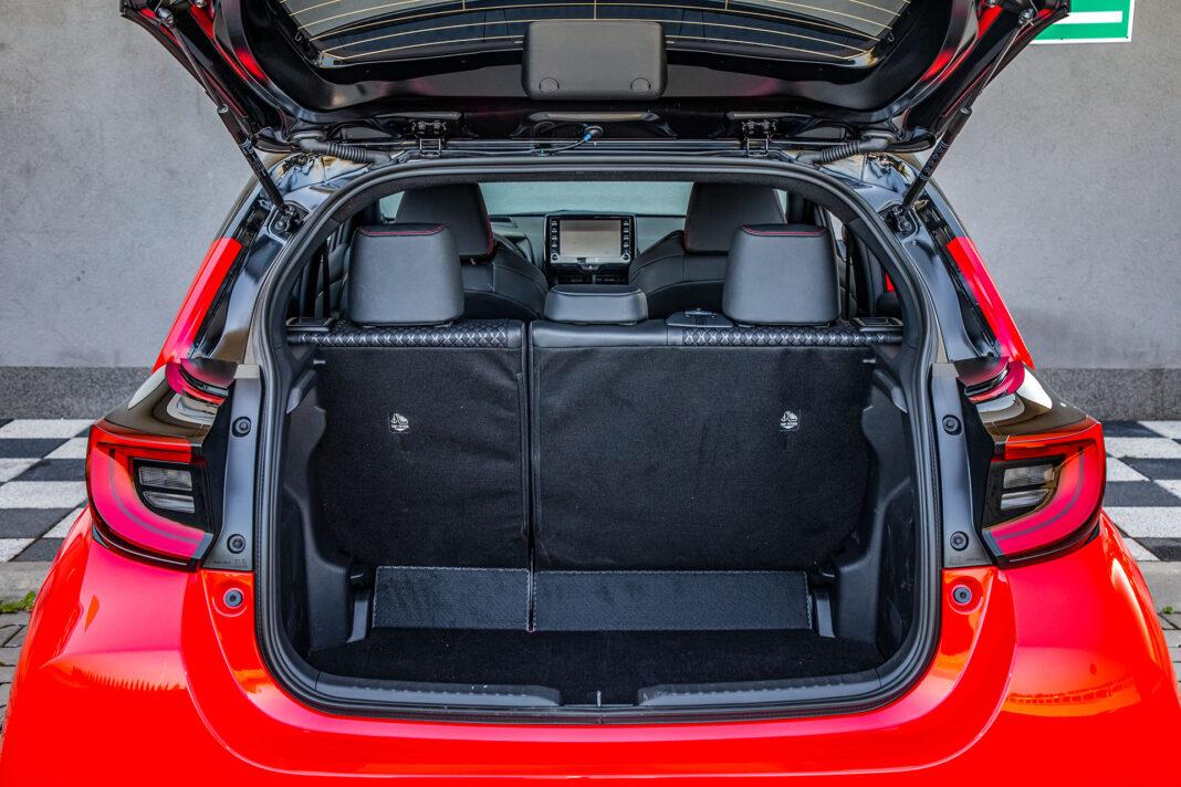 Toyota Yaris 1.5 Hybrid - bagażnik