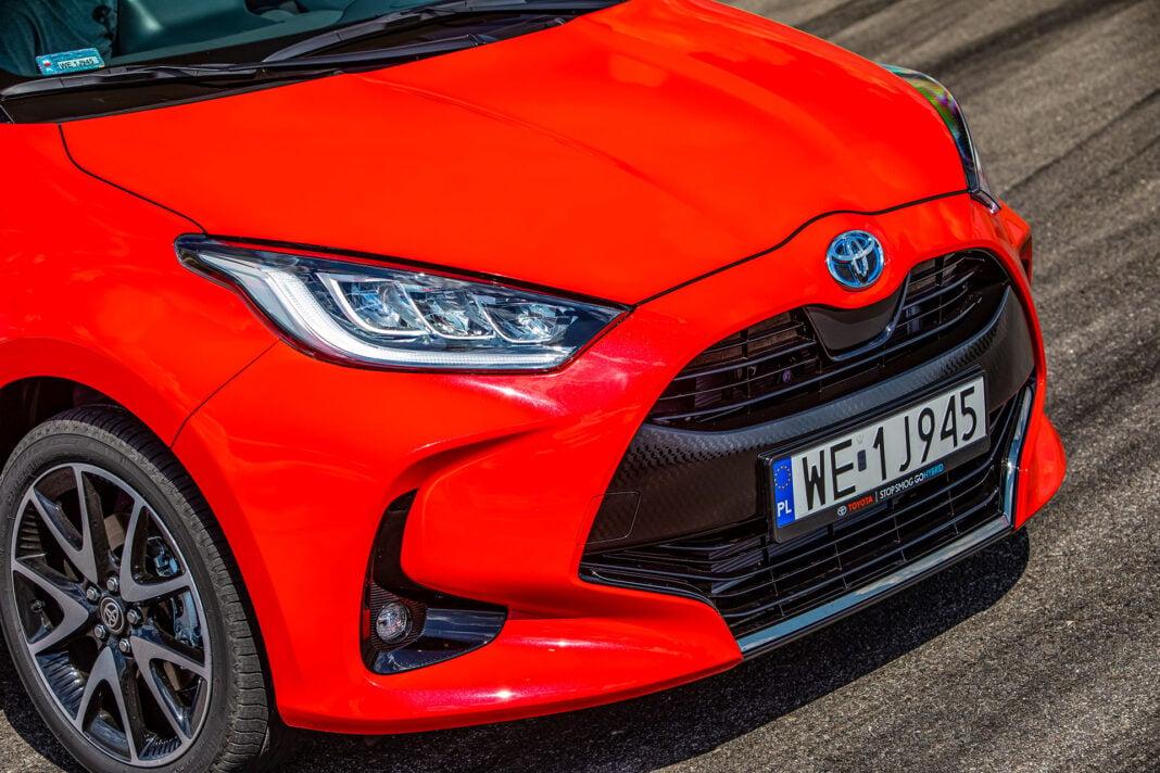 Toyota Yaris 1.5 Hybrid - grill