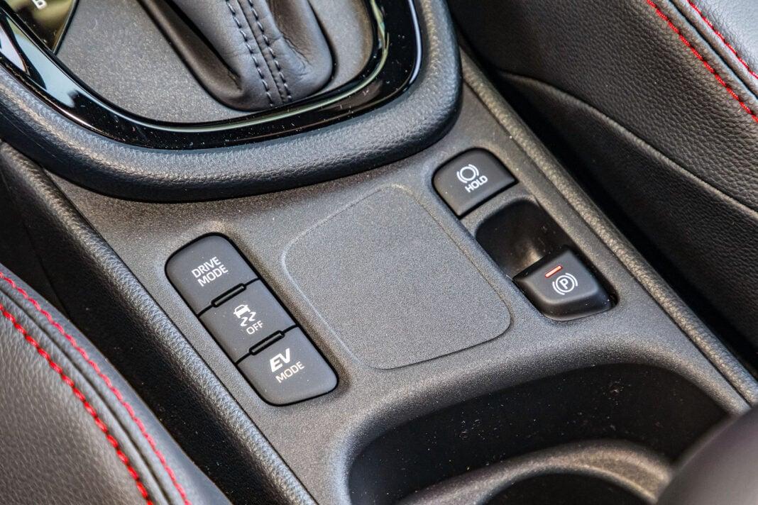 Toyota Yaris 1.5 Hybrid - przełączniki