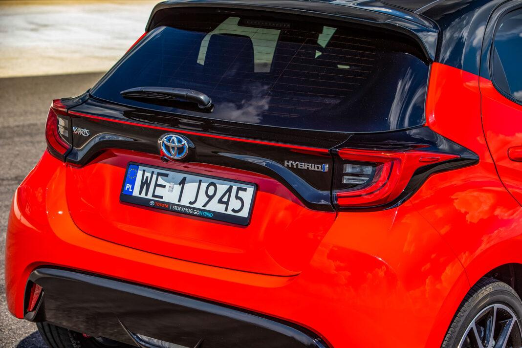 Toyota Yaris 1.5 Hybrid - tylne światła