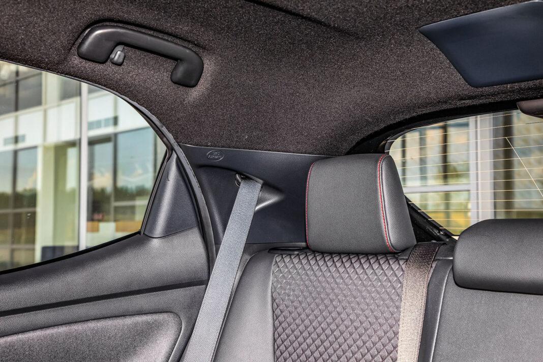 Toyota Yaris 1.5 Hybrid - tylny słupek