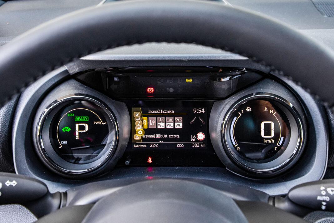 Toyota Yaris 1.5 Hybrid - zegary