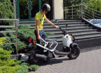 Umowa kupna-sprzedaży motoroweru. Procedura i koszt rejestracji motoroweru