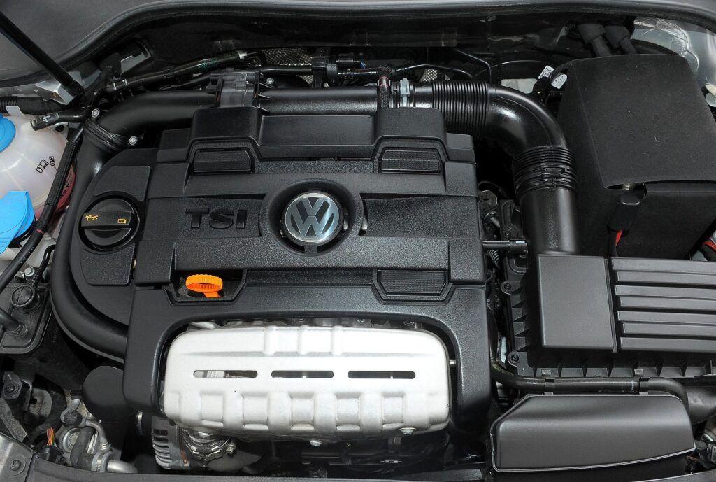 Volkswagen Golf VI 02