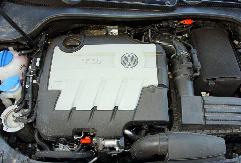 Volkswagen Golf VI 03