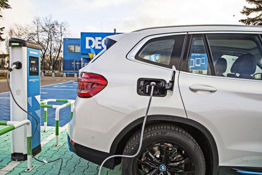 BMW iX3 - gniazdo ładowania