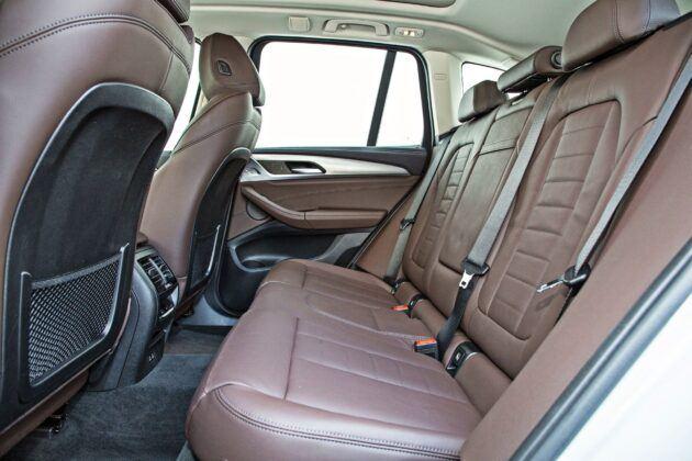 BMW iX3 - tylna kanapa