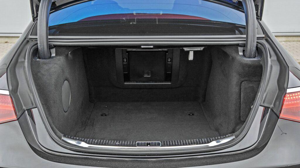 Mercedes klasy S - bagażnik