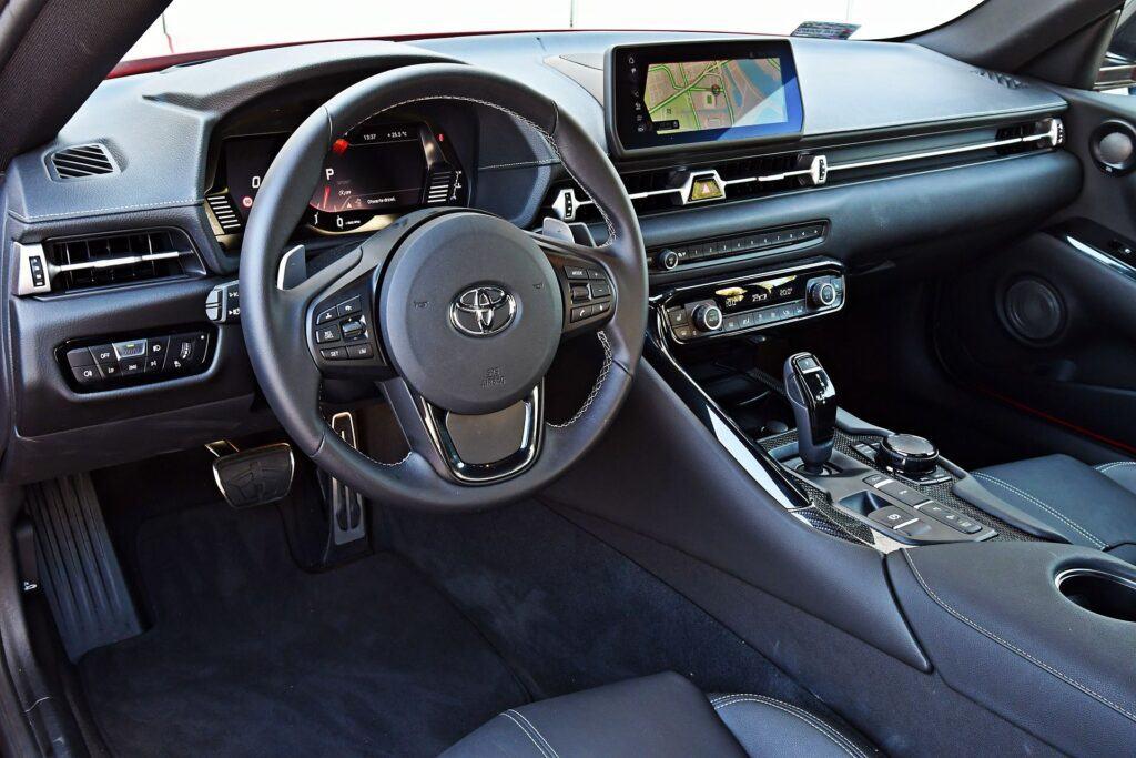 Toyota GR Supra - deska rozdzielcza