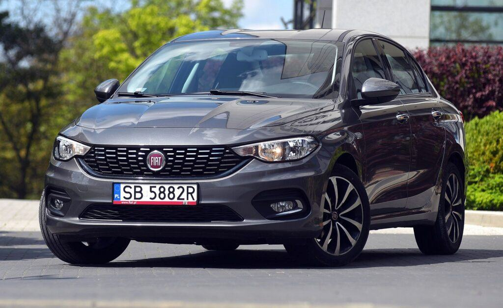 FIAT Tipo II Sedan Lounge 1.6MultiJet 120KM 6MT SB5882R 05-2016