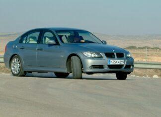 Zadriftował BMW przy radiowozie. Stracił prawo jazdy