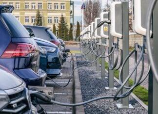 Auta na prąd wcale nie są ekologiczne. Fakt czy mit?