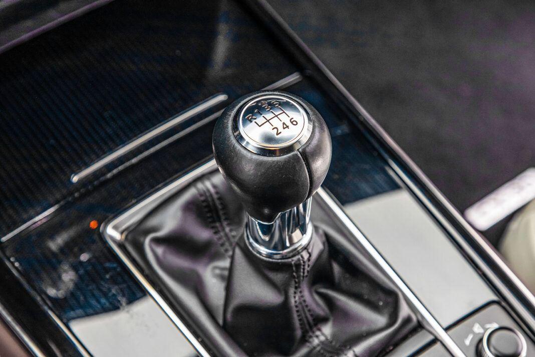 Mazda CX-30 - ręczna skrzynia
