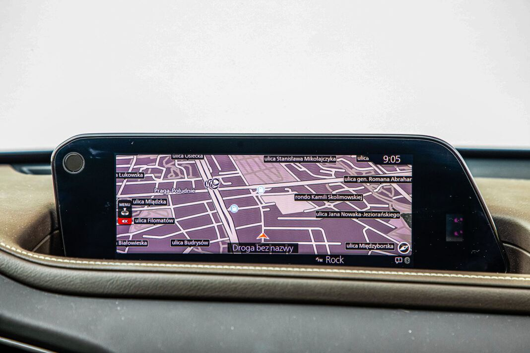 Mazda CX-30 - ekran