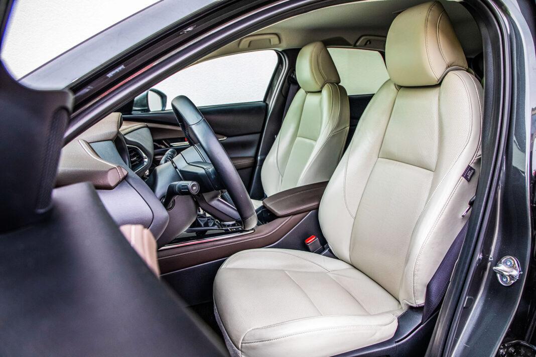 Mazda CX-30 - fotele