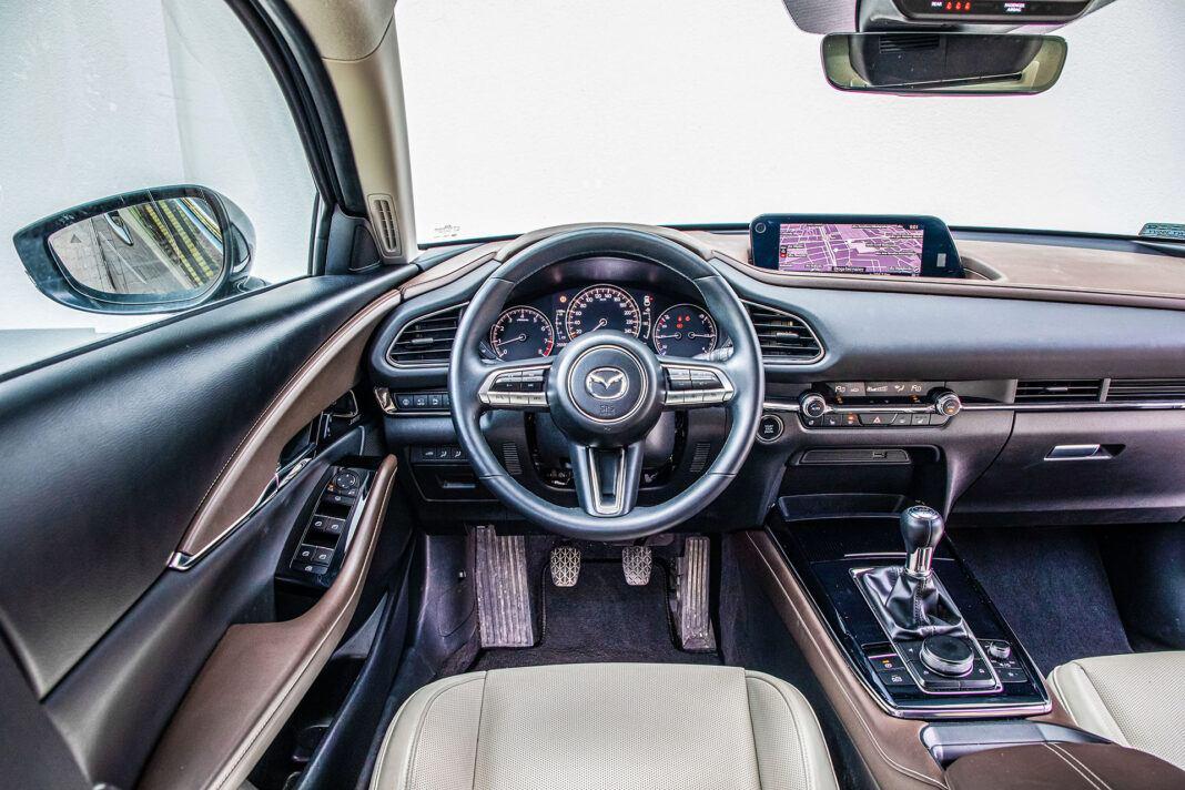 Mazda CX-30 - kokpit