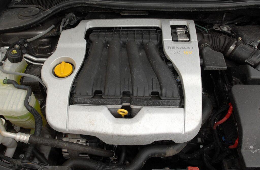 Renault Laguna III 04
