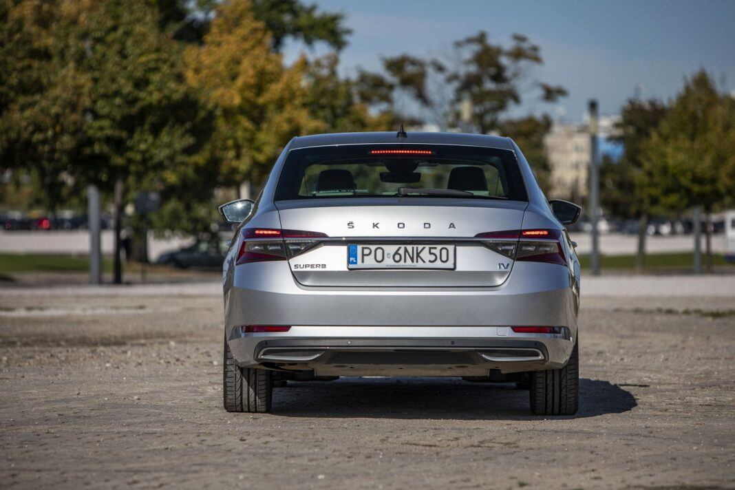 Skoda Superb iV (2020) - test - tył