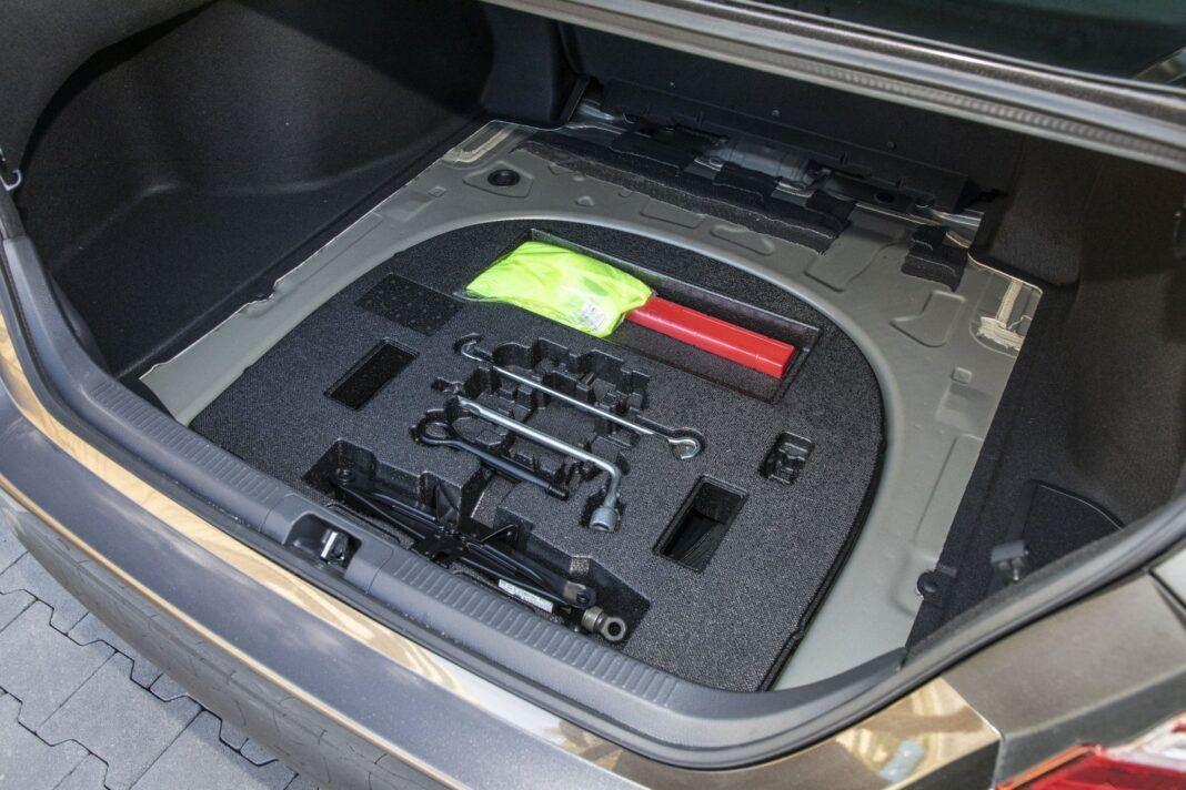 Toyota Camry Hybrid 2020 - test - bagażnik 02