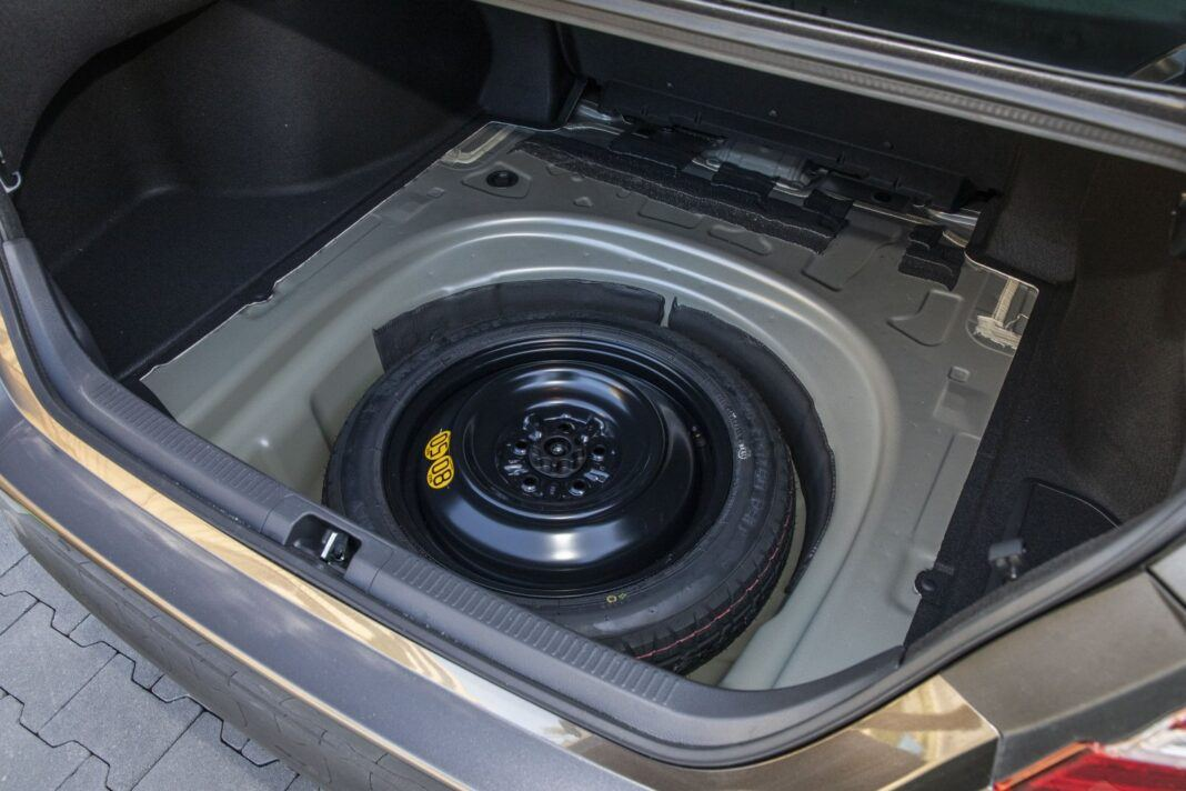 Toyota Camry Hybrid 2020 - test - bagażnik 03