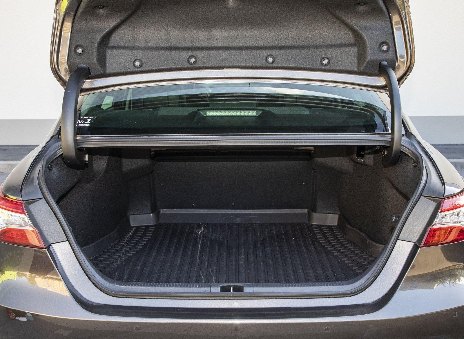 Toyota Camry Hybrid 2020 - test - bagażnik