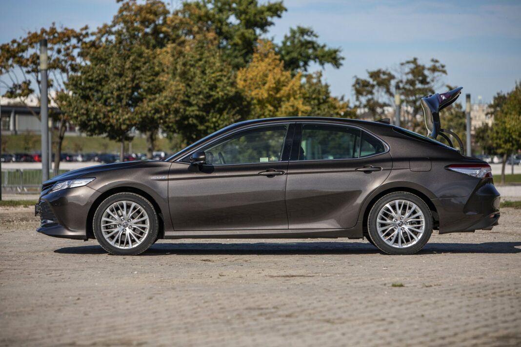 Toyota Camry Hybrid 2020 - test - bok