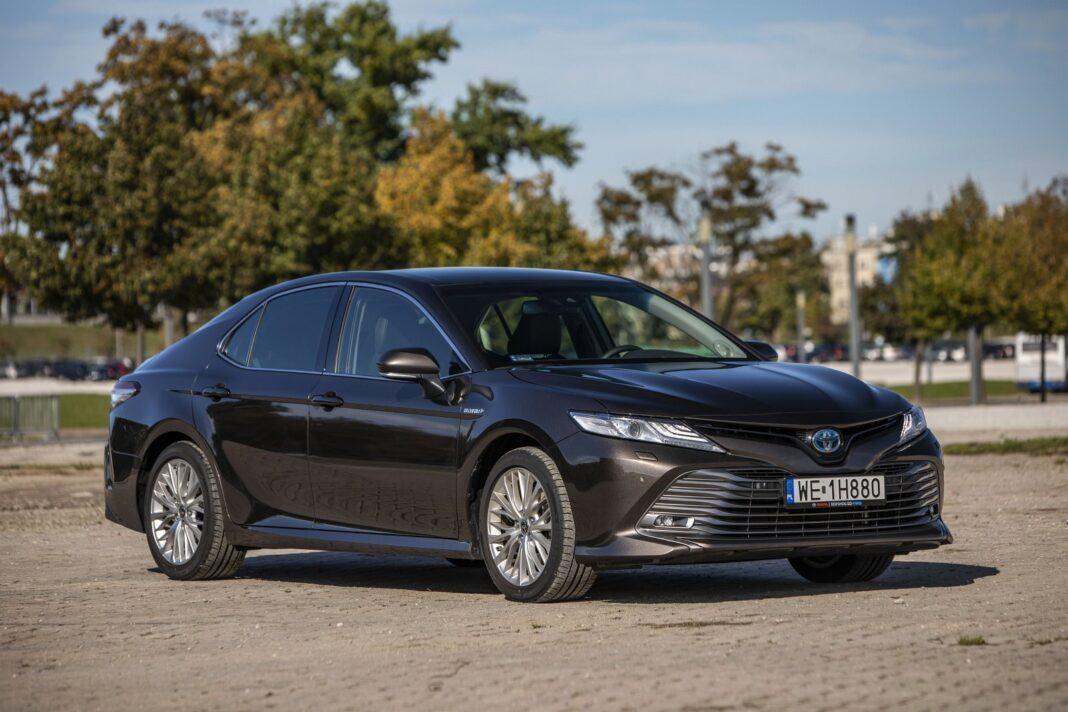 Toyota Camry Hybrid 2020 - test - przód