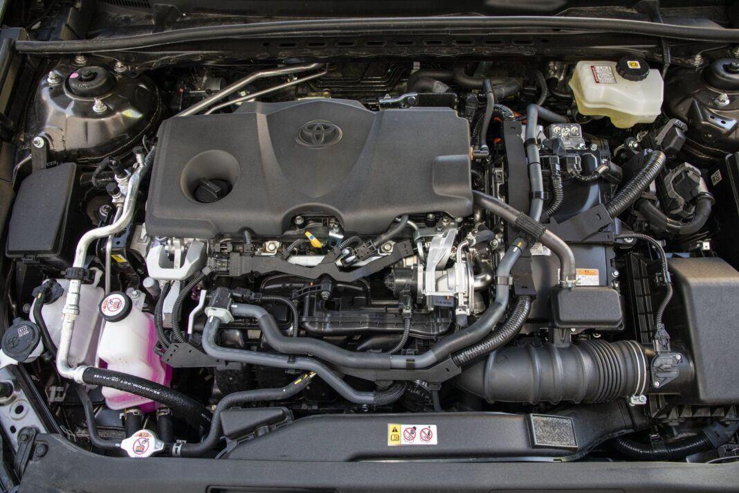 Toyota Camry Hybrid 2020 - test - silnik benzynowy