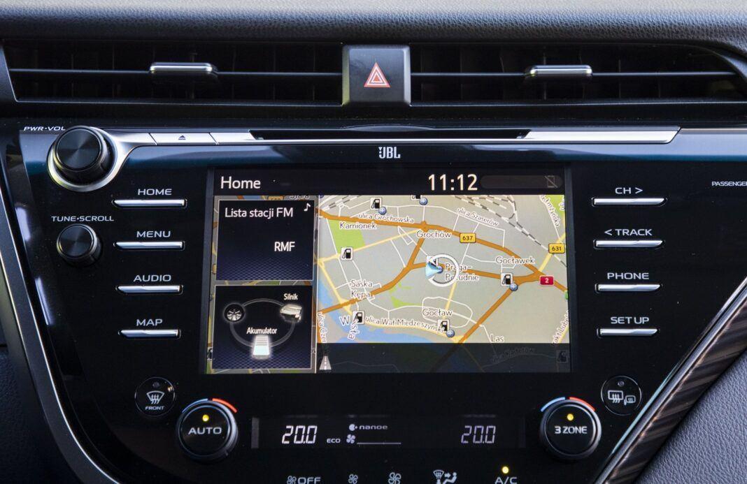 Toyota Camry Hybrid 2020 - test - system operacyjny