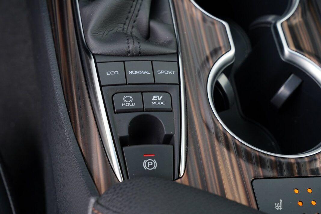 Toyota Camry Hybrid 2020 - test - tryby jazdy