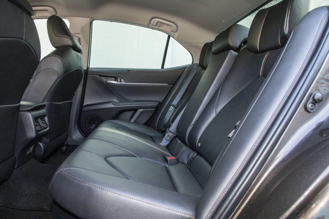 Toyota Camry Hybrid 2020 - test - tylna kanapa