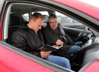 Umowa kupna-sprzedaży samochodu: dwóch sprzedających, dwóch kupujących