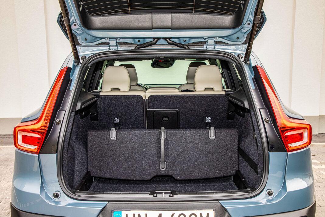 Volvo XC40 - przegroda bagażnika