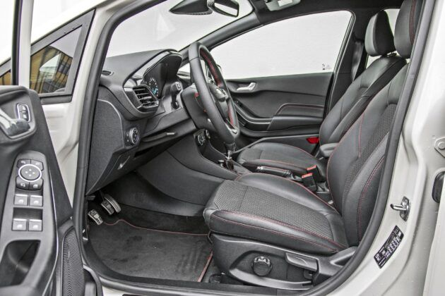 Ford Fiesta - fotele przednie