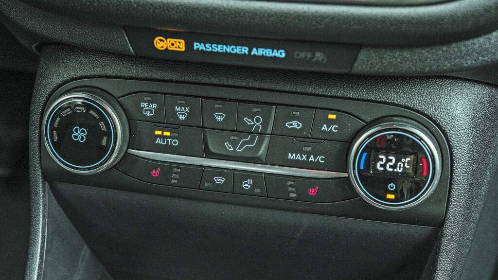 Ford Fiesta - klimatyzacja automatyczna