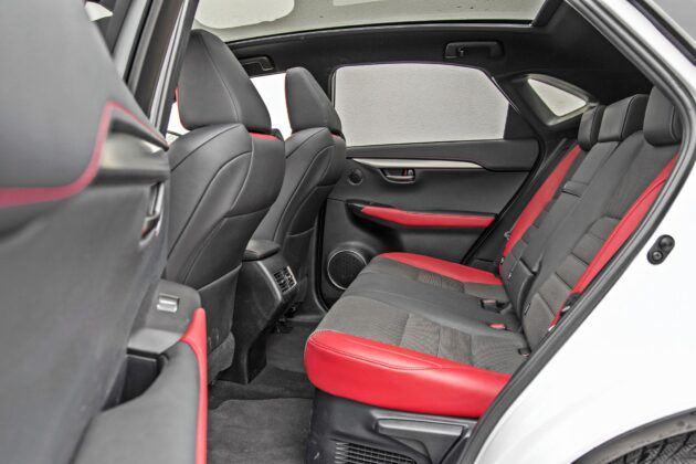 Lexus NX - tylna kanapa