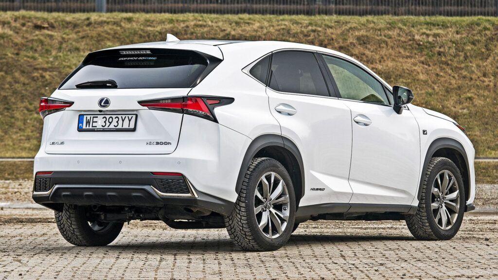 Lexus NX - tył