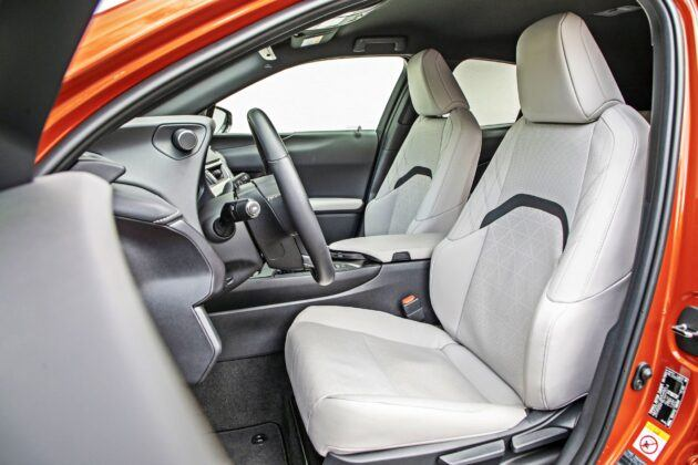 Lexus UX 250h - fotele przednie