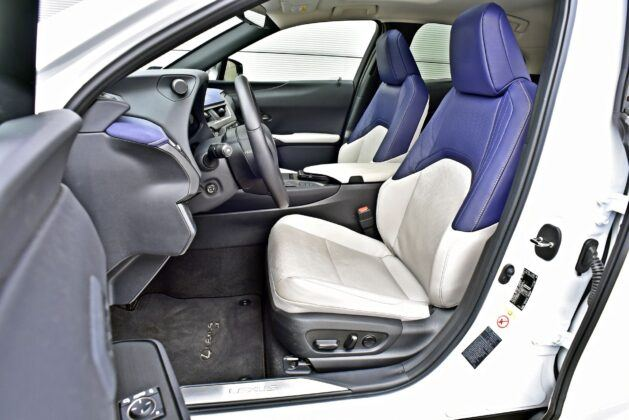 Lexus UX 200 (2020)