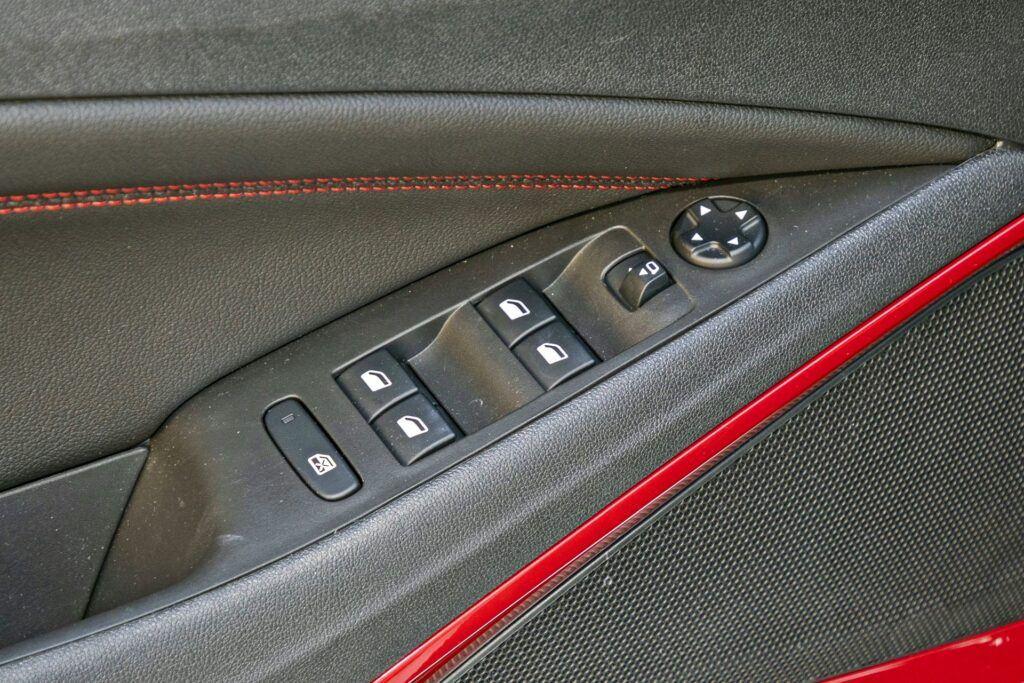 Opel Crossland - elektryczne szyby