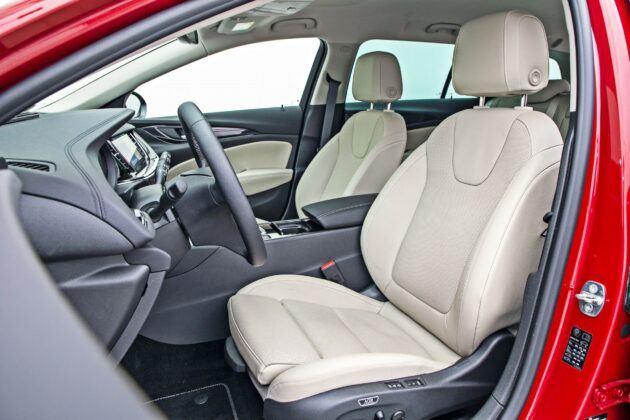 Opel Insignia Sports Tourer - fotele przednie