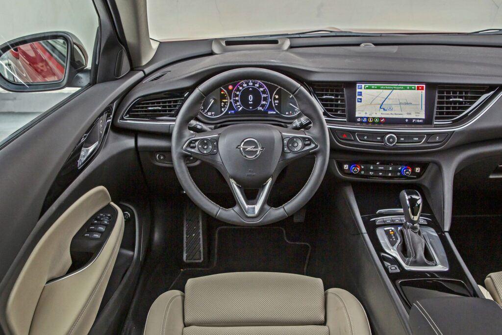 Opel Insignia Sports Tourer - deska rozdzielcza