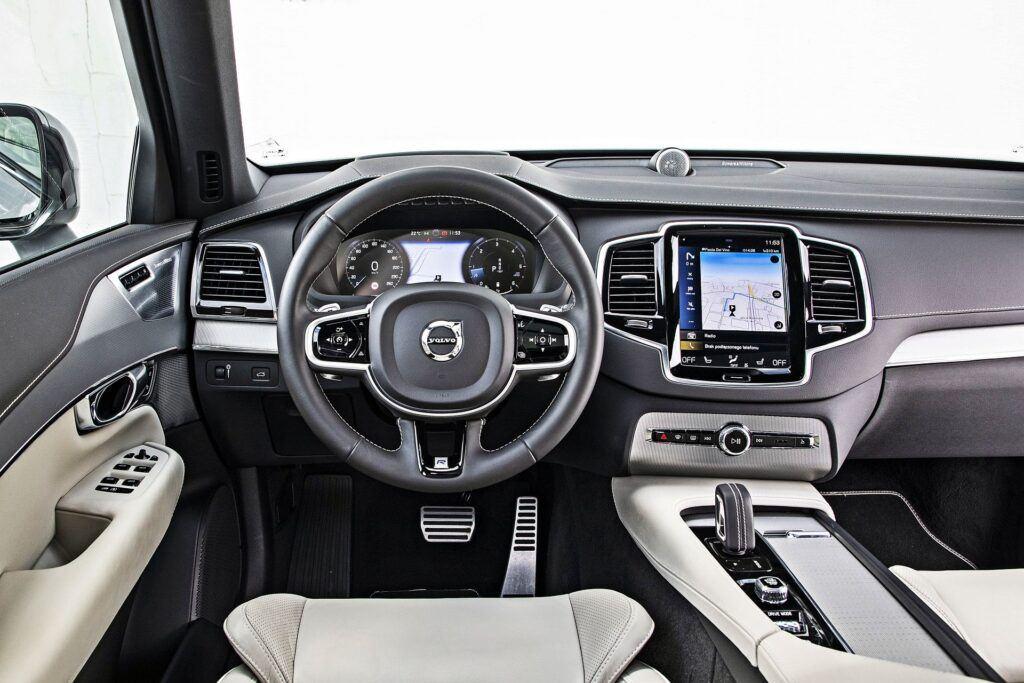 Volvo XC90 - deska rozdzielcza