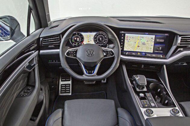 VW Touareg R - deska rozdzielcza