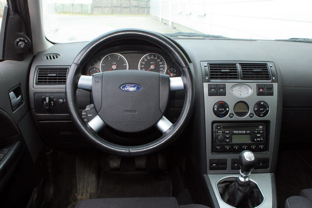 Ford Mondeo III 31